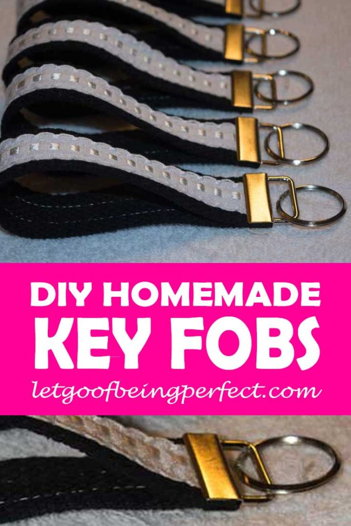 DIY Key Fobs wristlets. Easy step-by-step sewing tutorial. You can make a no-sew version using fabric glue, too. #crafting #crafts